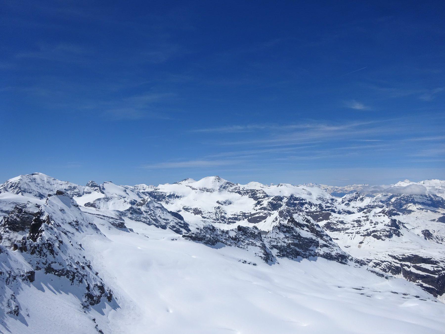 Dalla punta lo splendido panorama verso sud. Grande e Piccola Ciamarella, Albaron ecc.