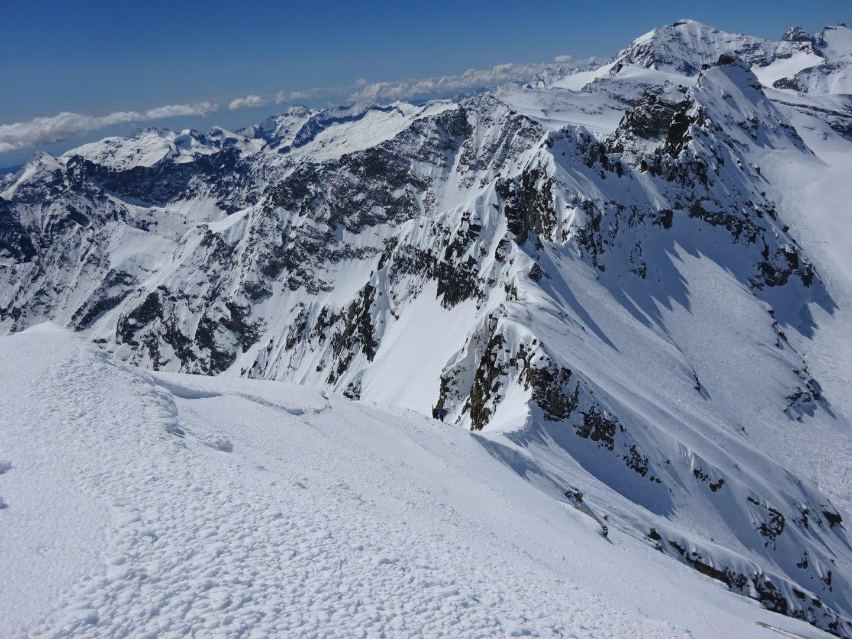 Dalla cima la cresta Infernet, Gura, ecc. In alto a dx la N. Ciamarella