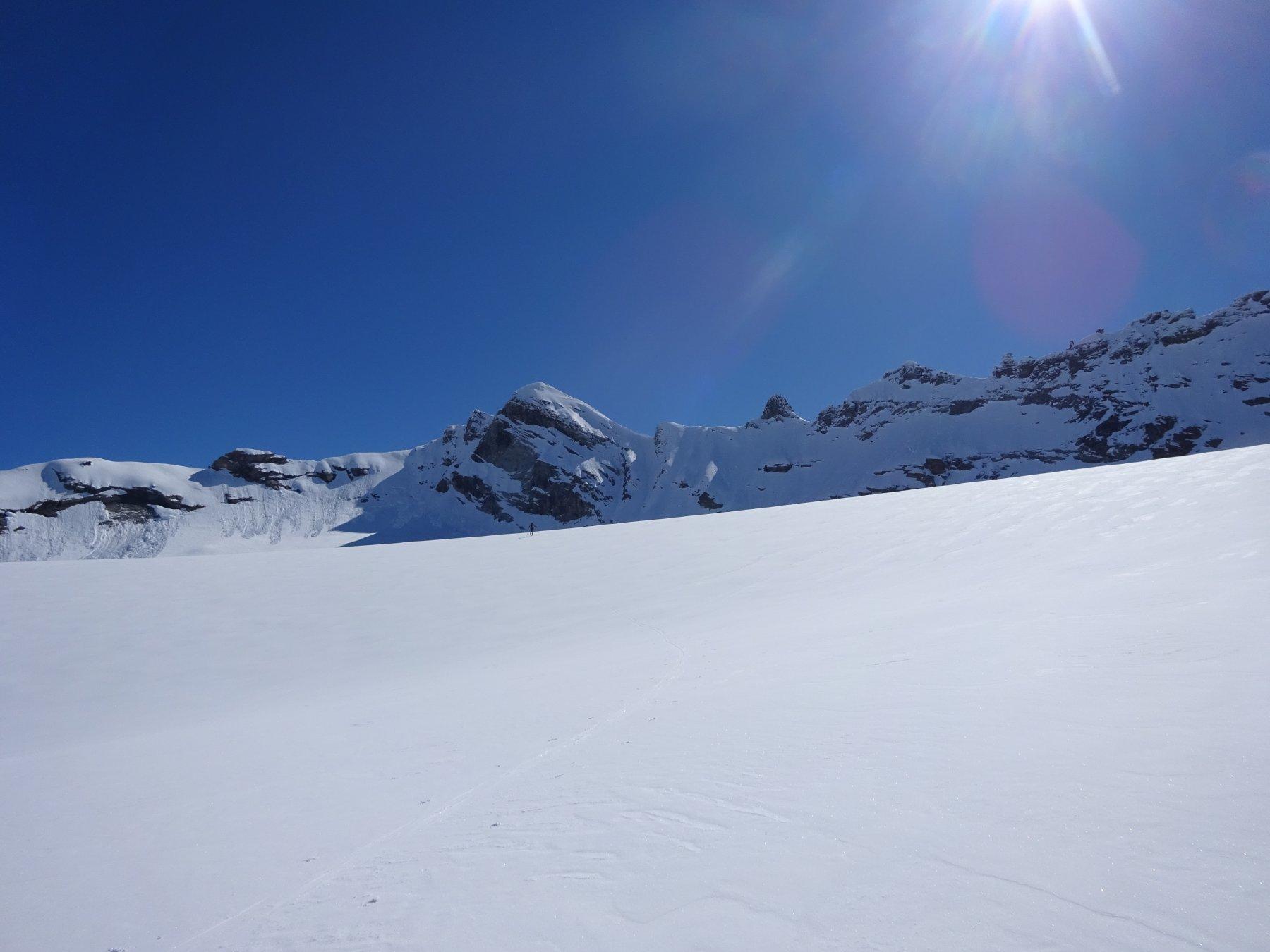 Sui piani glaciali, inconfondibile la siluette elegante della Martellot