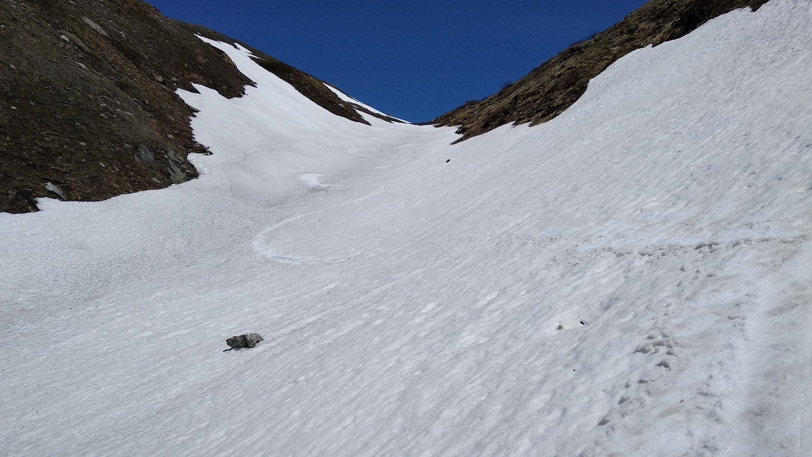 lingue di neve per l'ultimo tratto di discesa dal colle di St. Rhemy