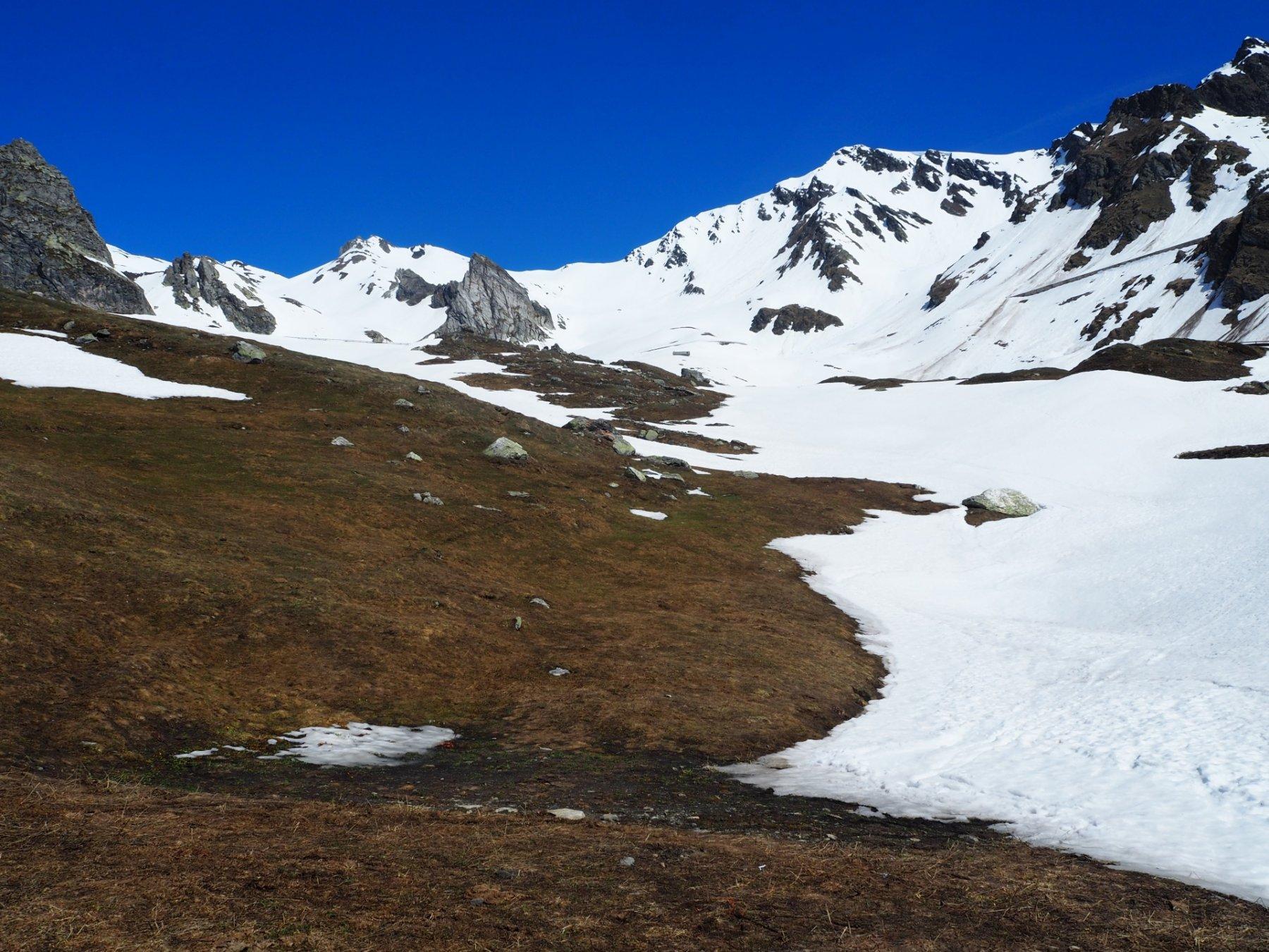 Gli sci si calzano a 2200m circa