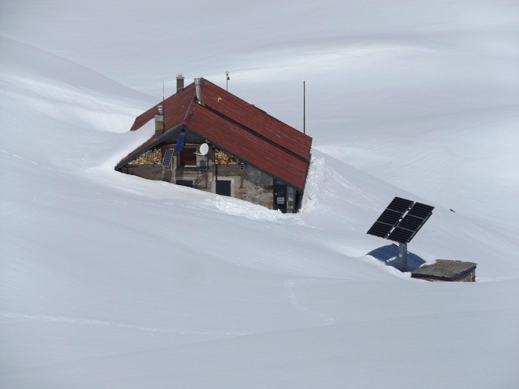 Rifugio città di Chivasso ancora sommerso dalla neve