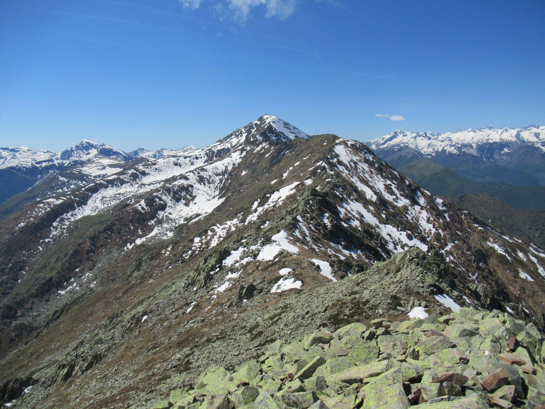 La cresta che porta al Bric Costa Rossa.