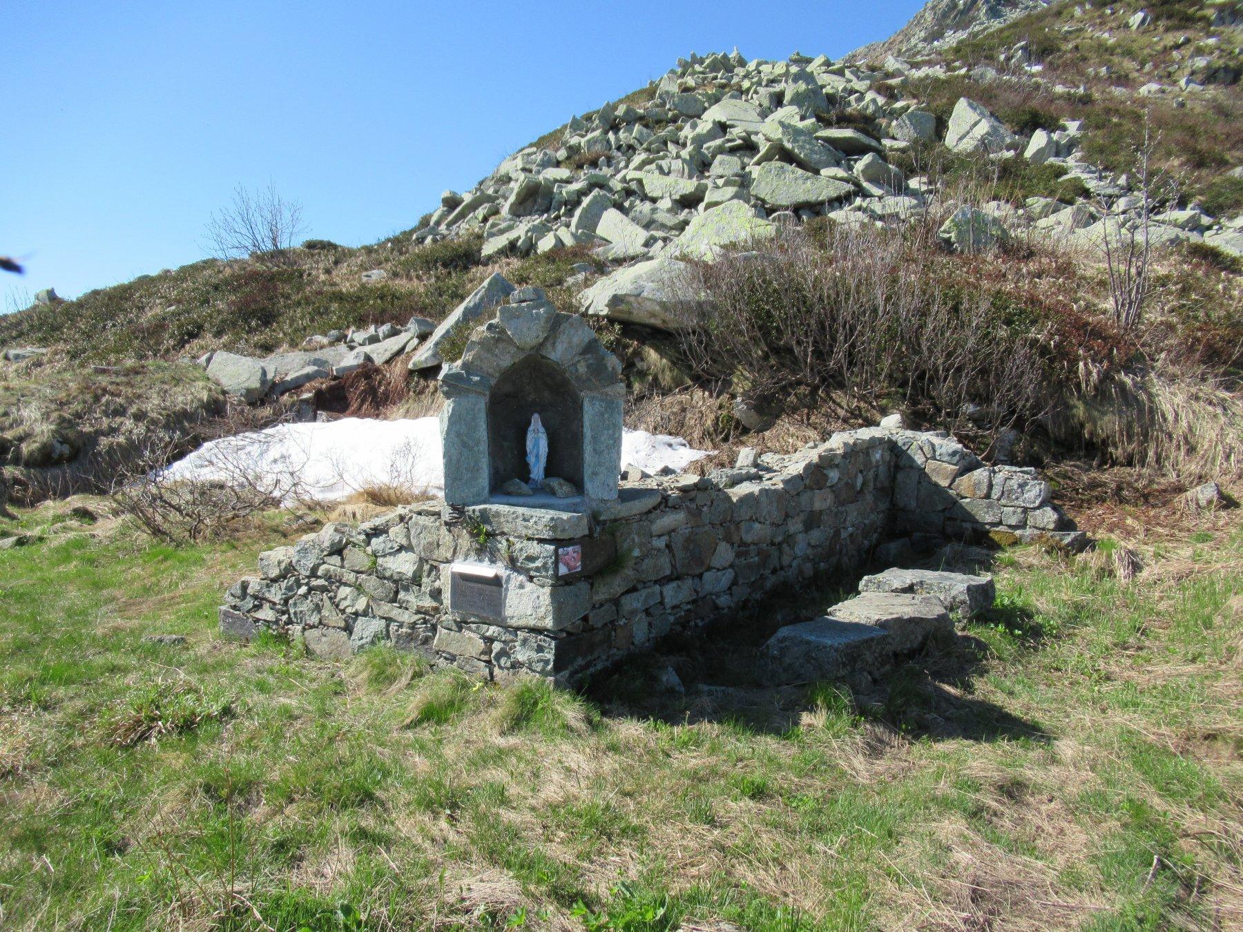Ruderi chiesetta degli Alpini.