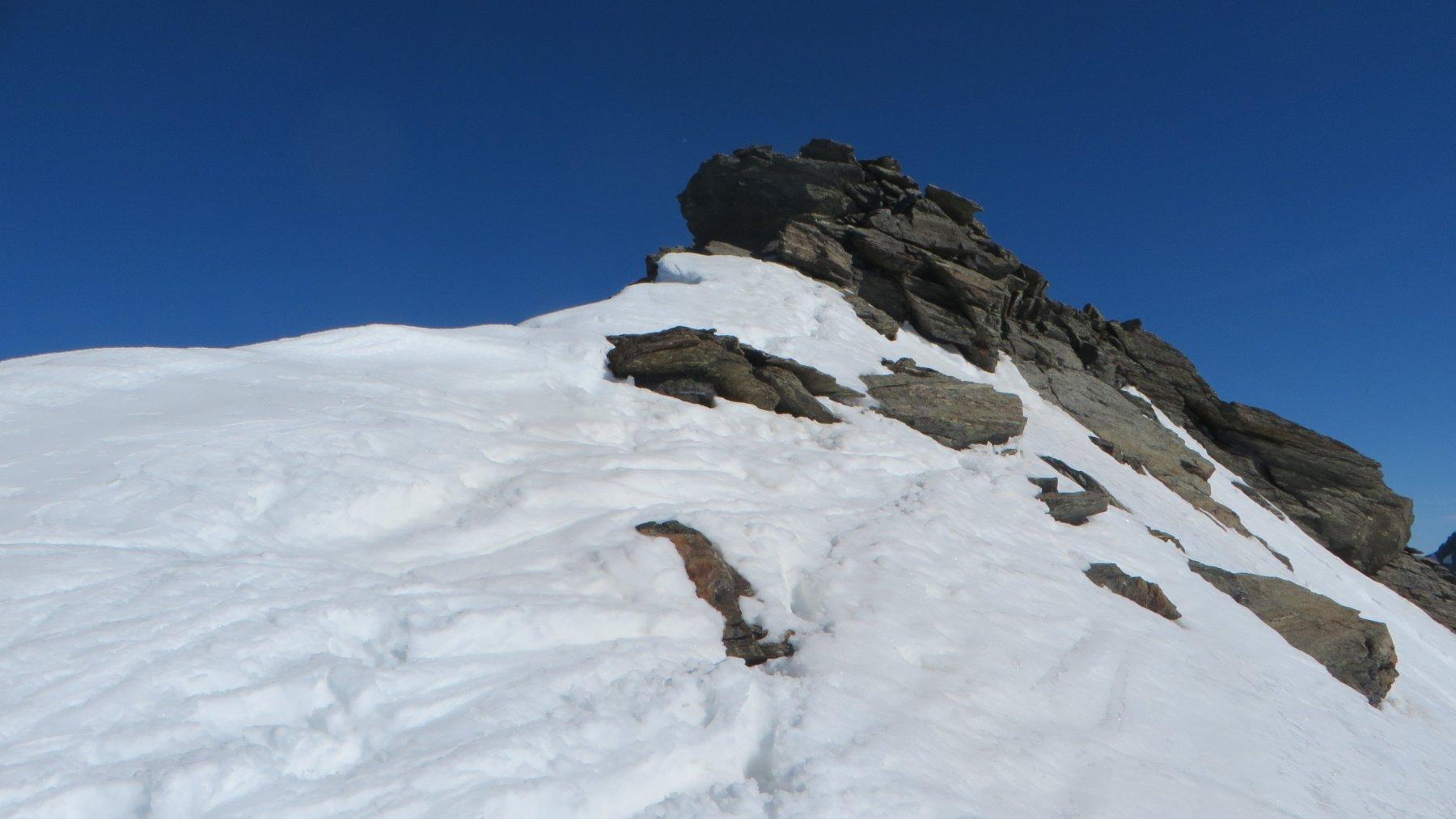 ultimi metri a piedi per neve e roccette