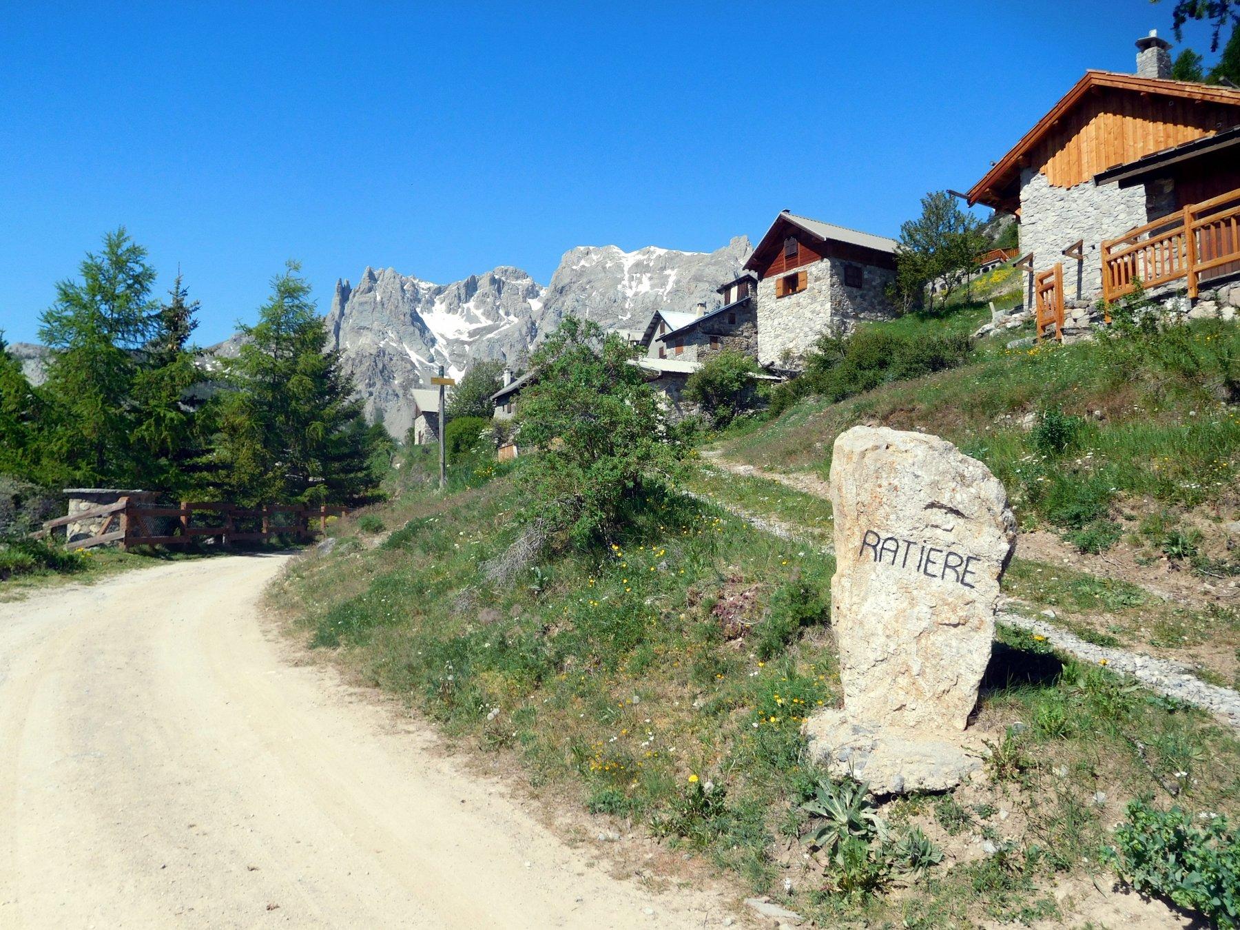 il delizioso abitato di Ratière