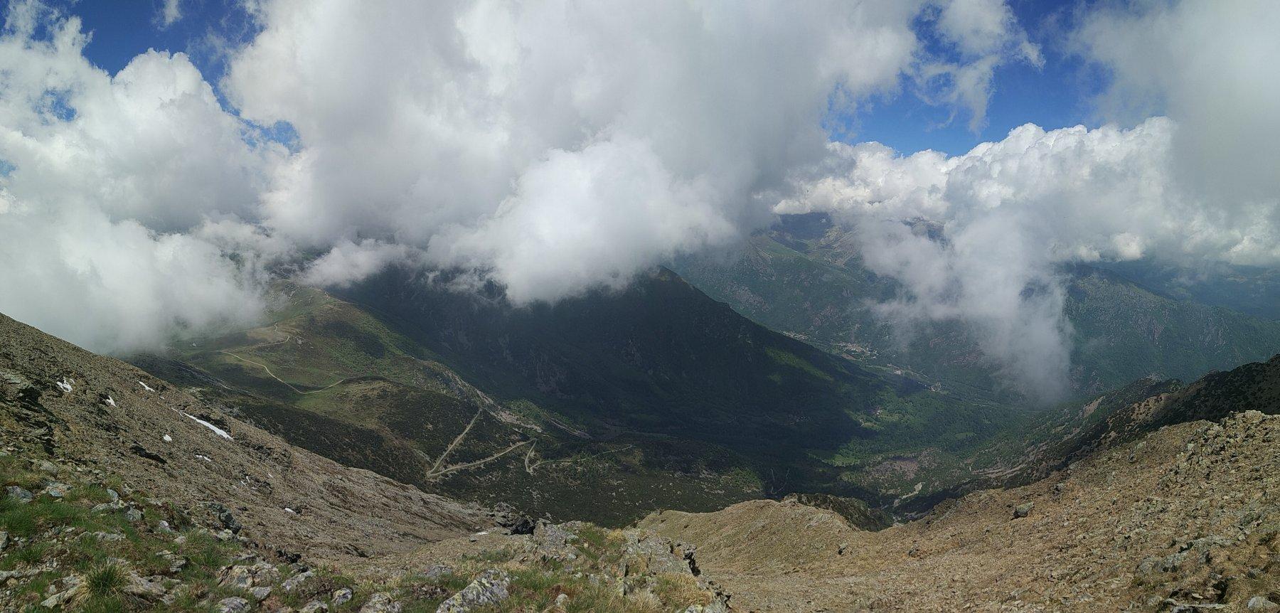 Panoramica dalla vetta verso la valle di Viù