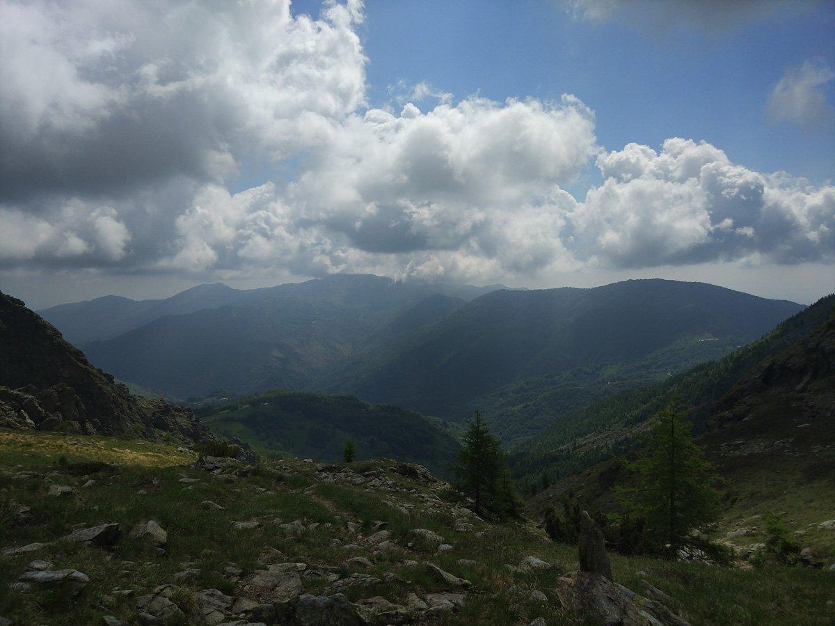 Verso valle: col del Lys (destra) e Niquidetto (sinistra)