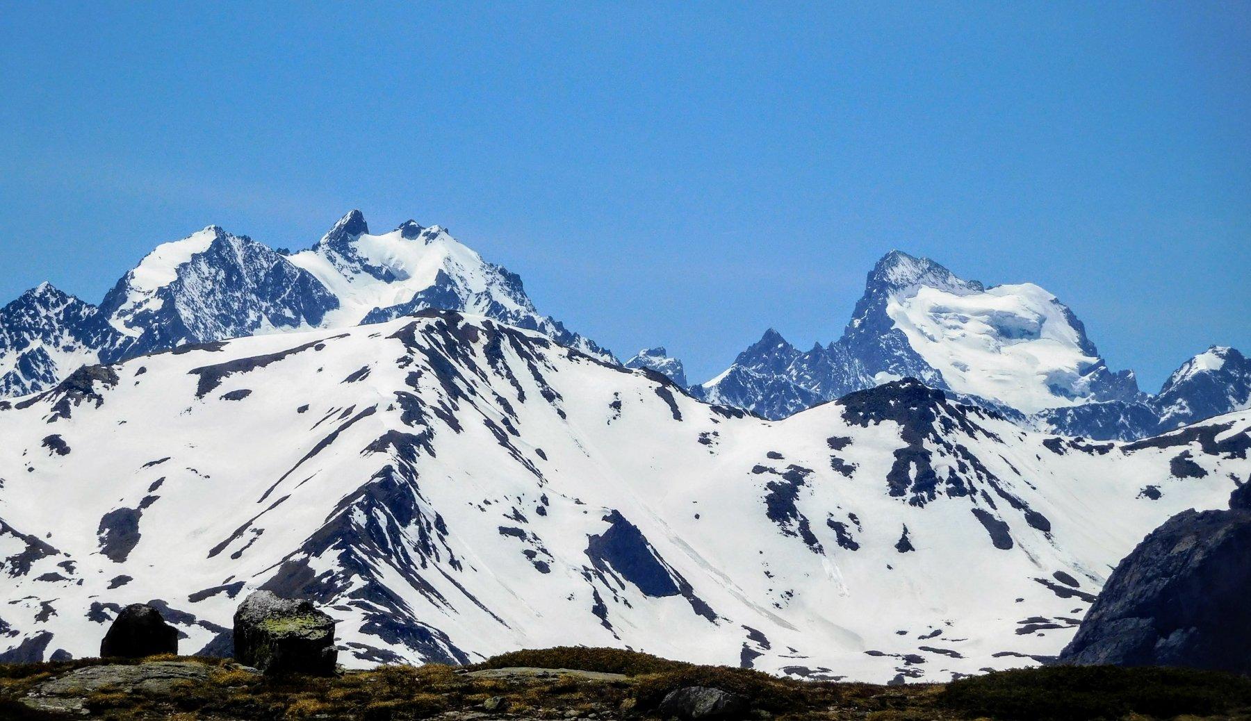 ghiacciai della Barres des Ecrins dal Lac Serpent