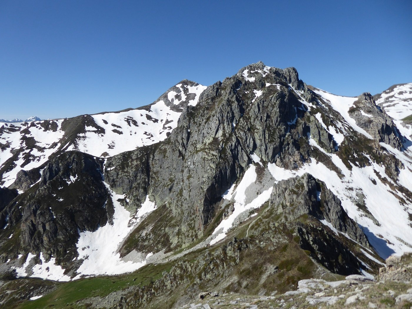 Il Parvetto da Rocca Parvo con il tratto innevato per arrivare al Colle Nais.