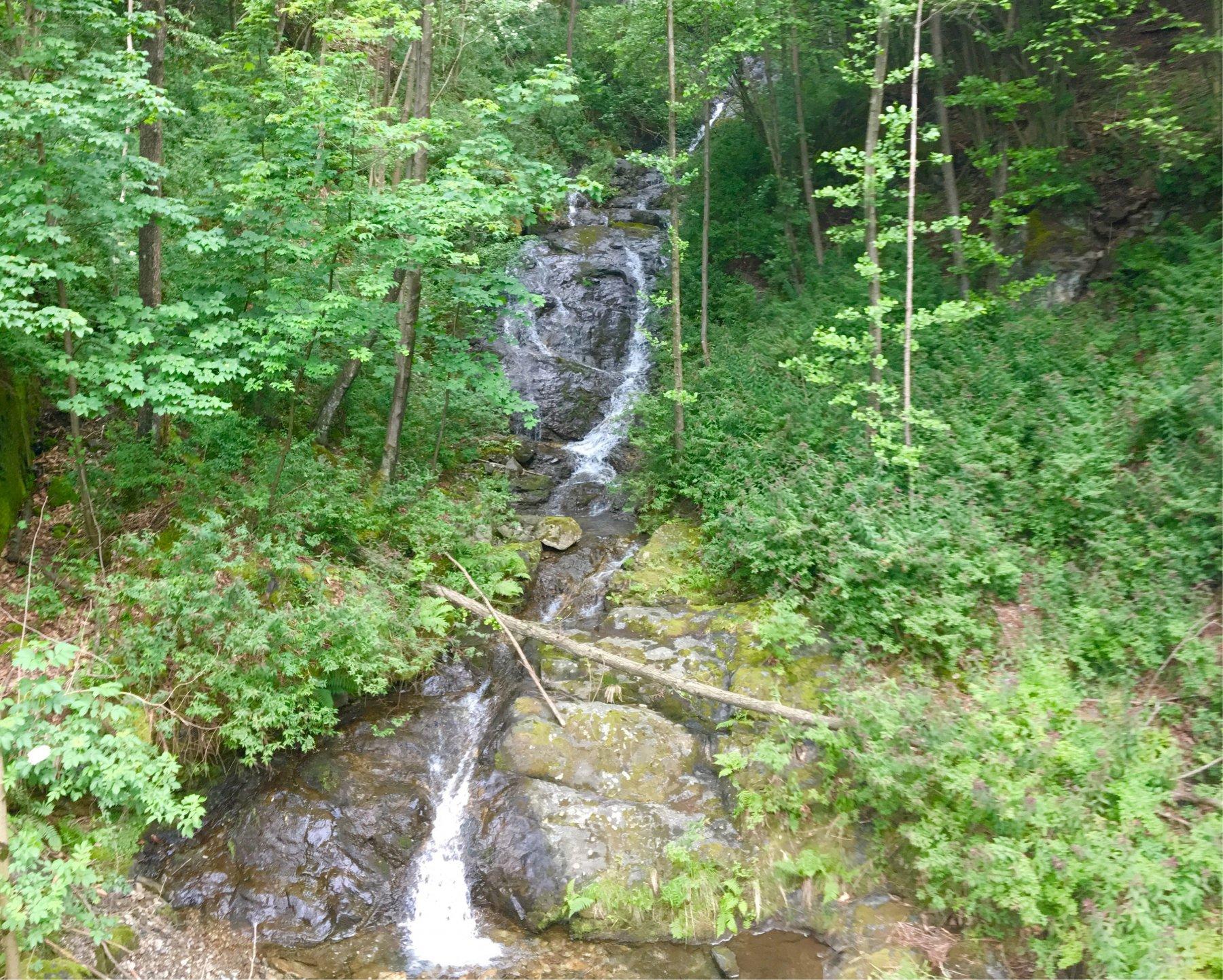 Una delle cascatelle lungo il percorso