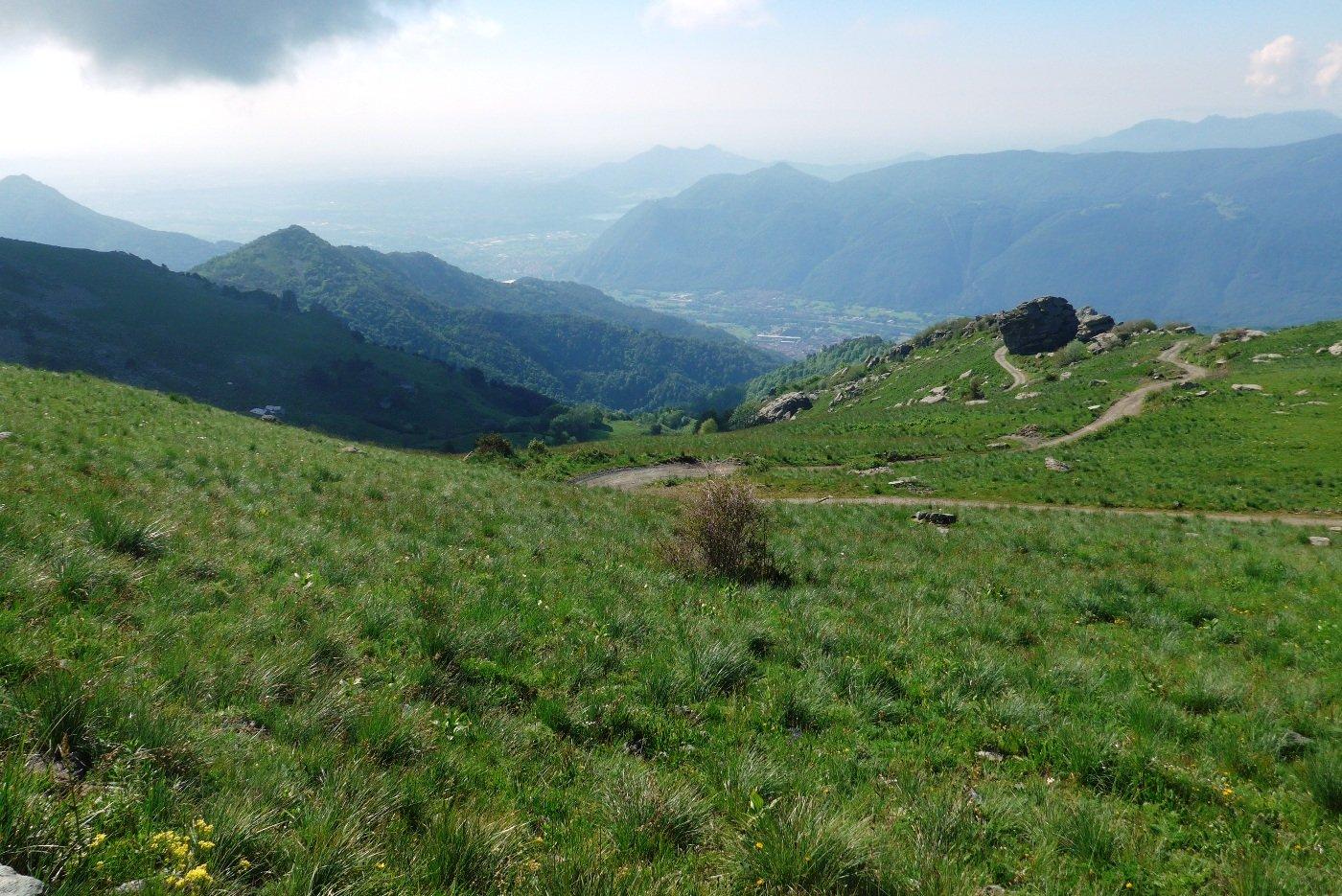Panorama verso la pianura, salendo alla Sbaron