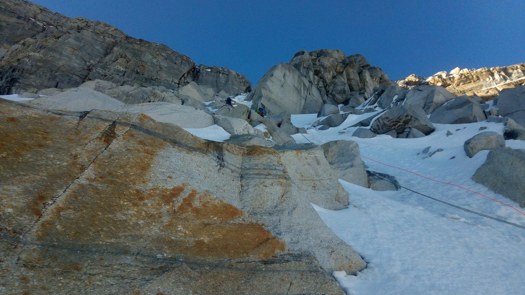 Passaggio fra le rocce a metà dello scivolo iniziale