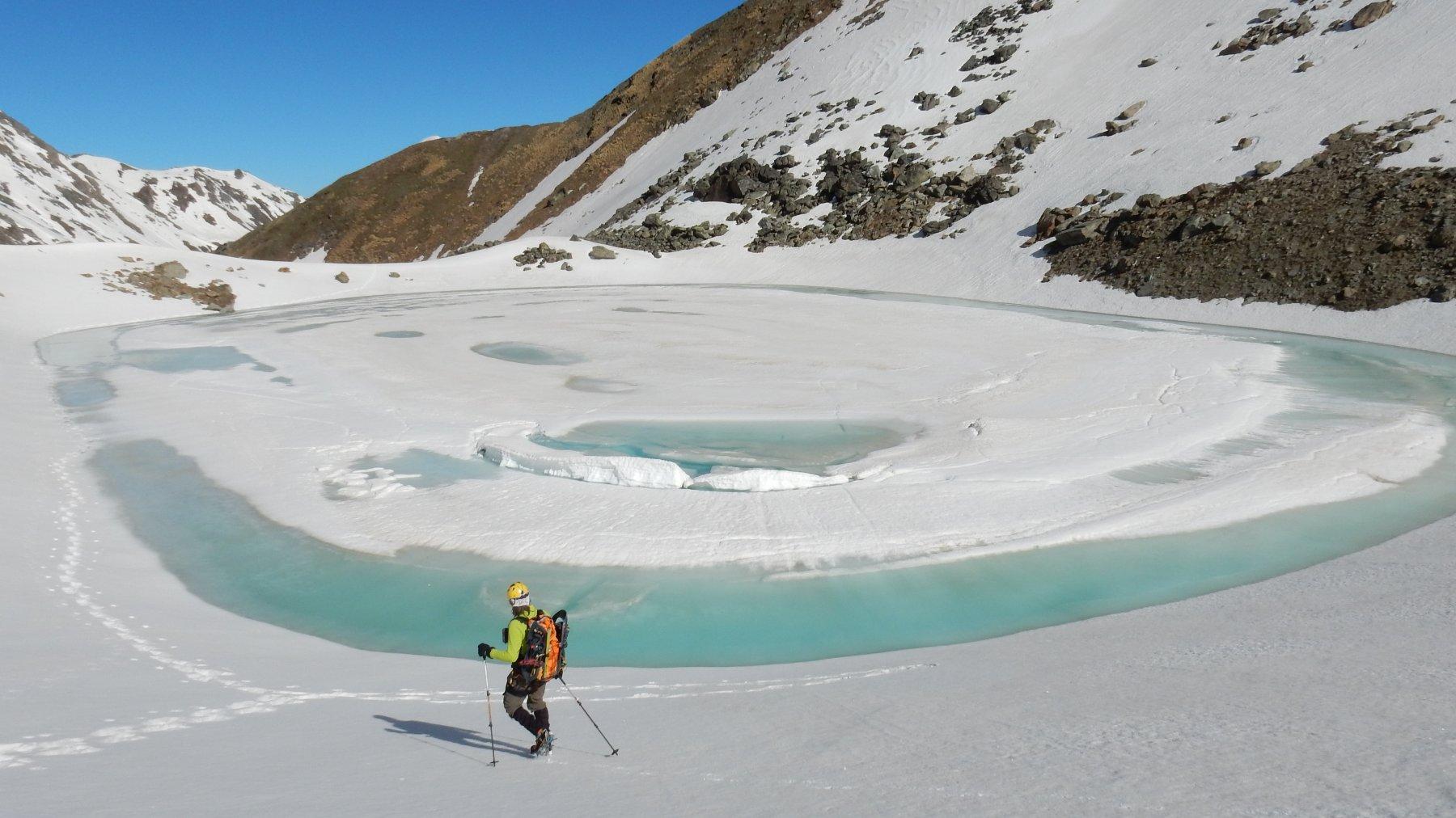 Bellissimo il Lago Garin 2851mt.semi ghiacciato.