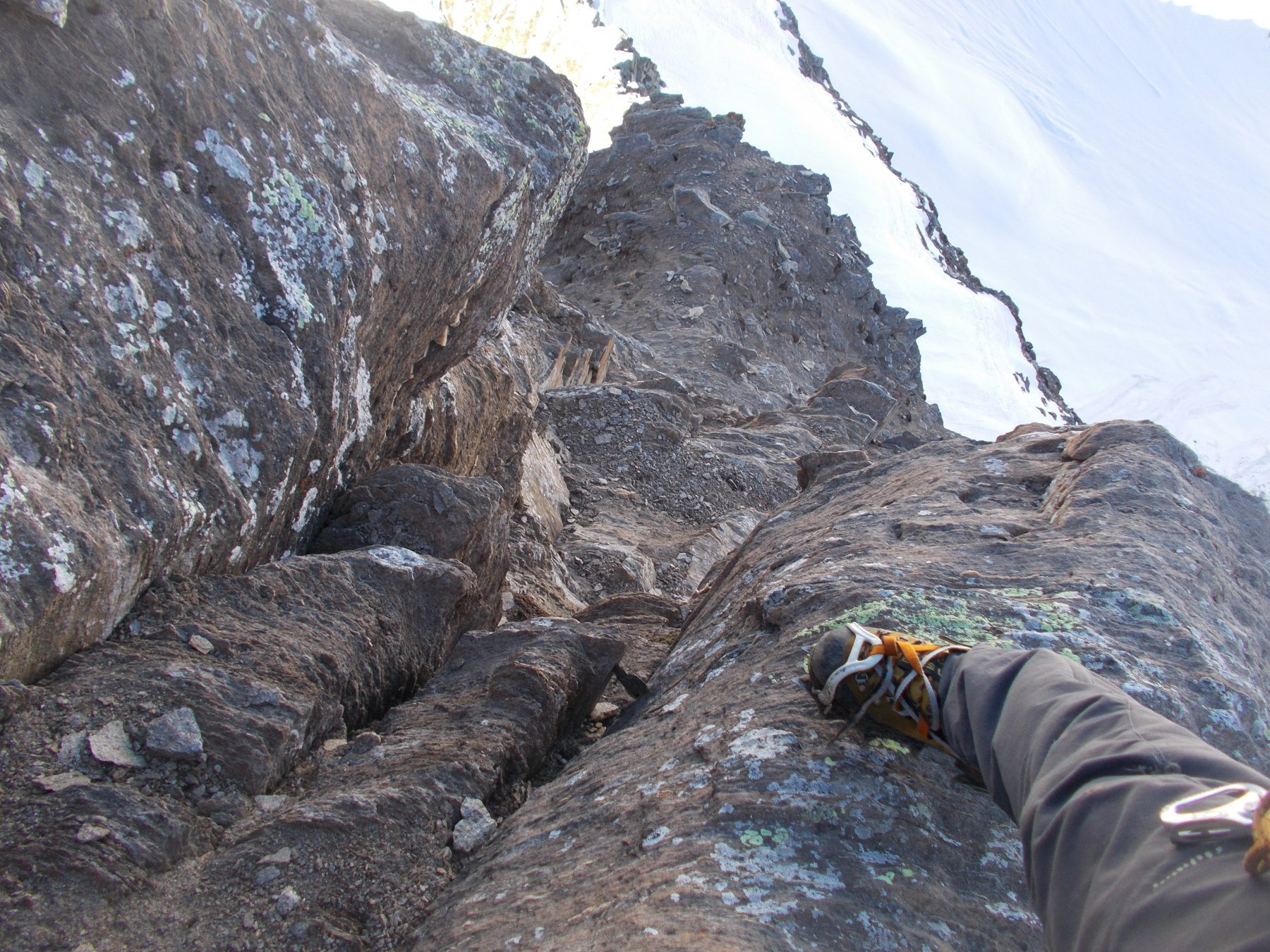 passaggio in camino sul secondo salto III..forse III+..