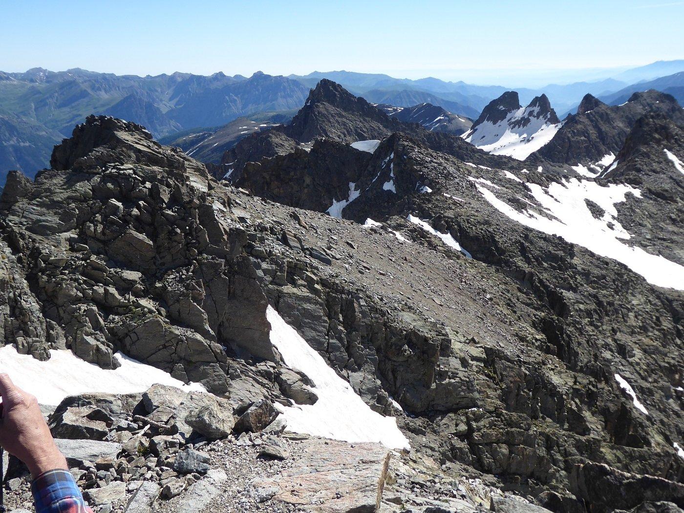 Rocca Rossa, al centro, vista dal M.te Tenibres.