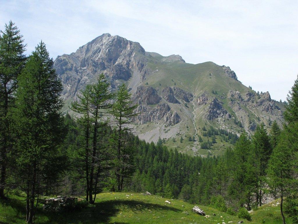 In alto a sx la cresta Ciarbonet, al centro il canalino di accesso o discesa