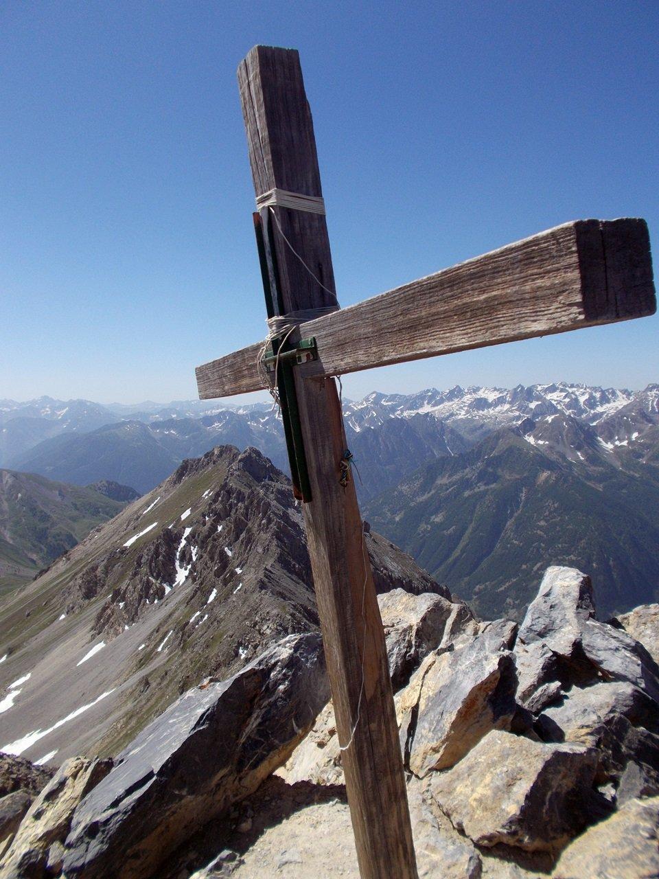 la croce di legno sulla cima