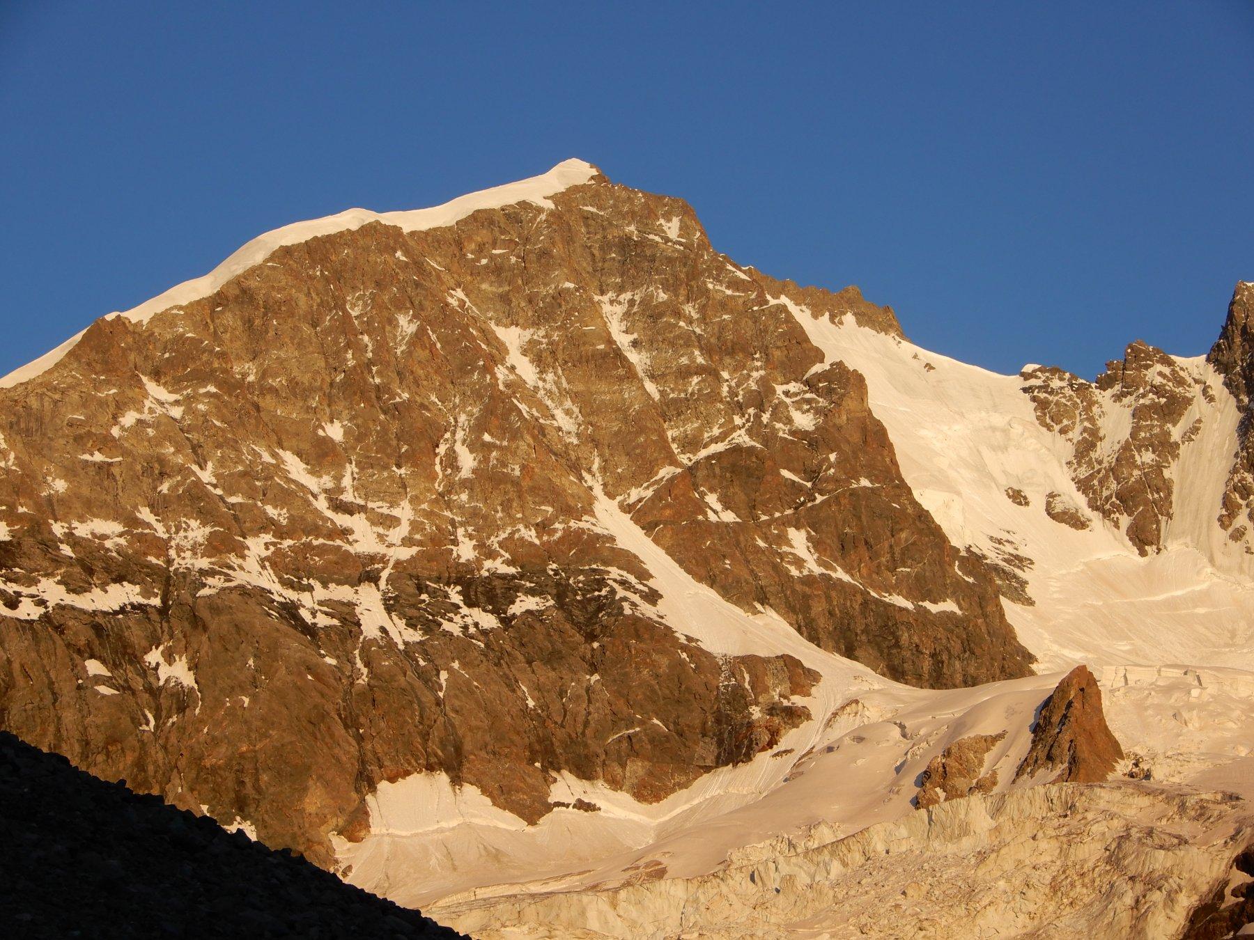 La Biancograt al tramonto vista dalla terrazza del rifugio