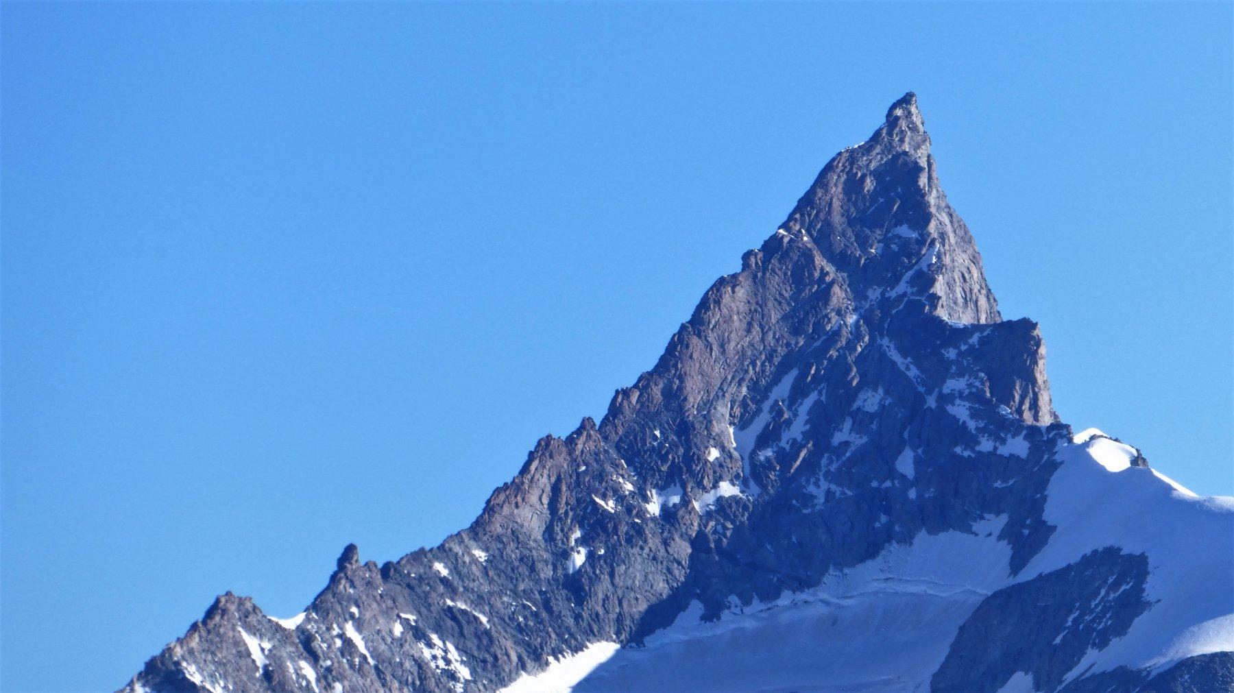 L' elegante silhouette dello Zinalrothorn