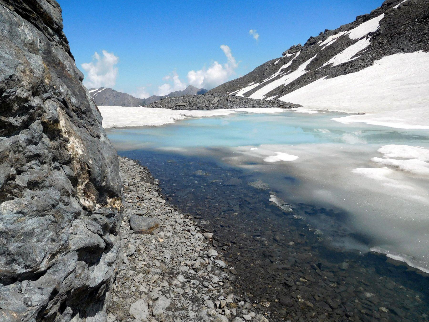laghetto ghiacciato