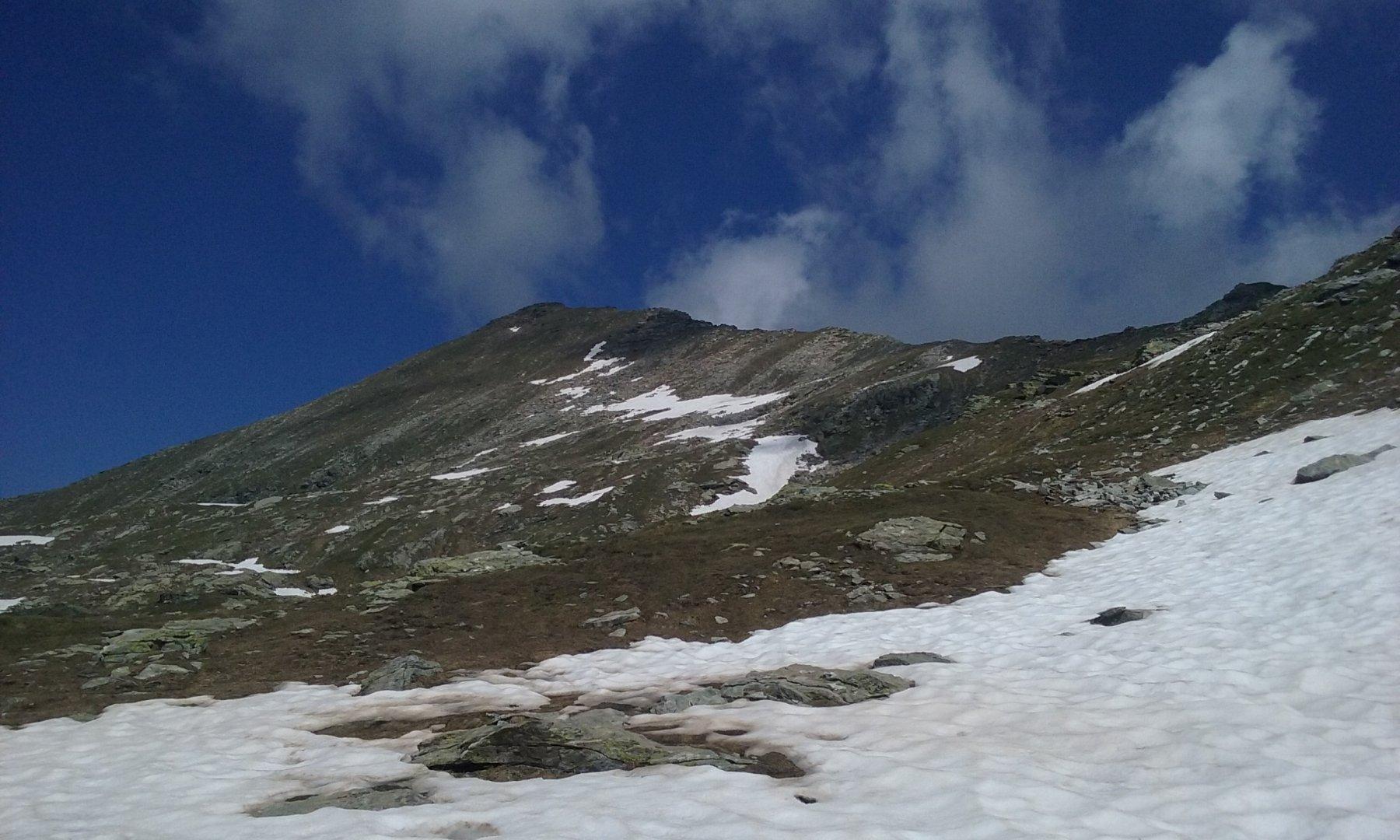 La cima e la cresta dal passo di Valnera
