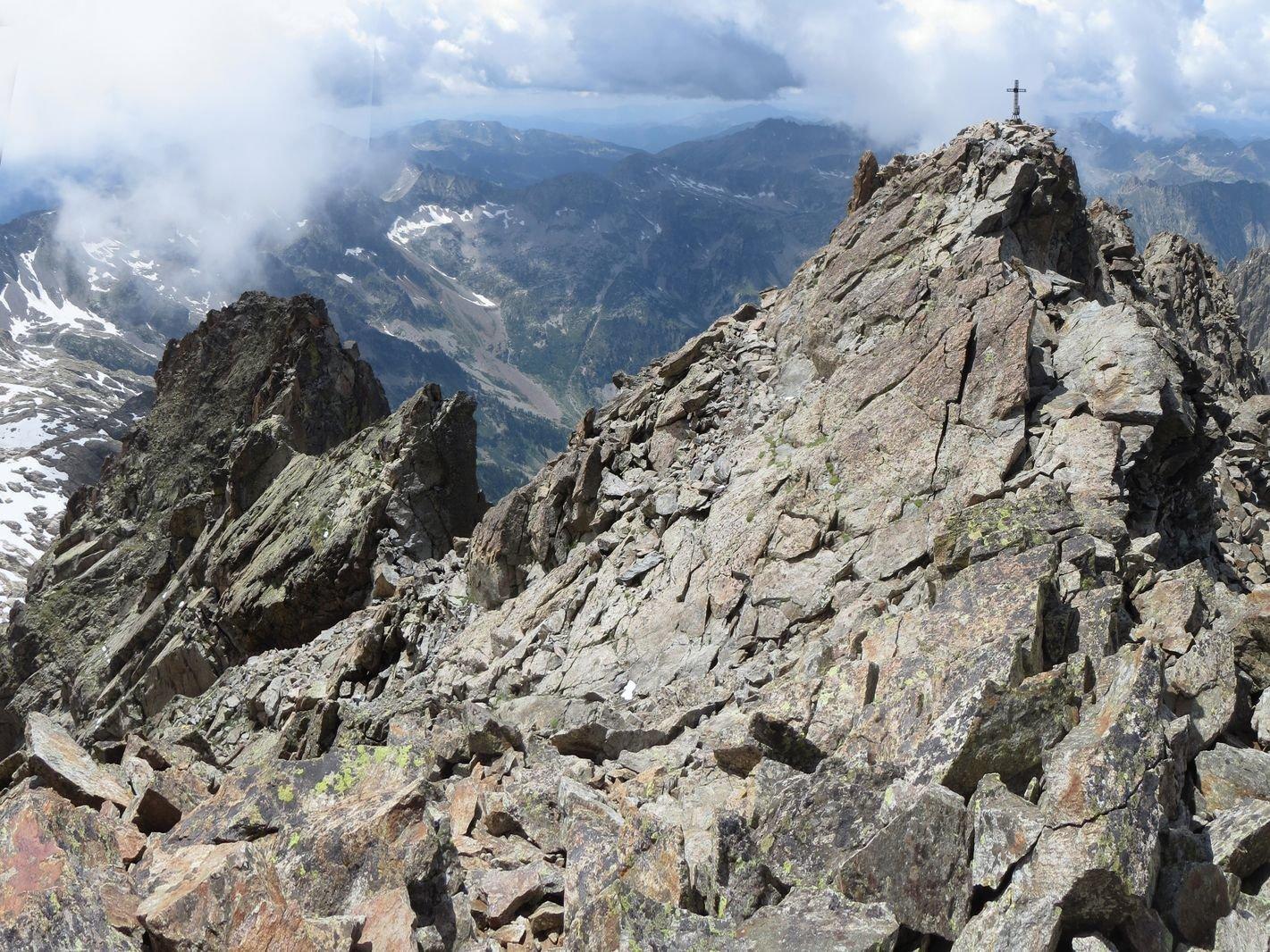dalla cima est, la cima ovest e la cresta SO (sulla sx)