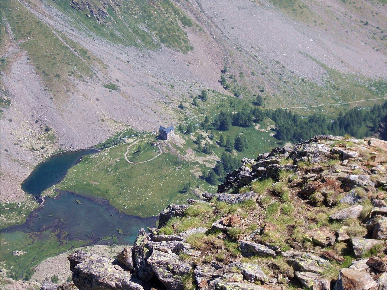 il rif.Migliorero dalla cima del M.Laroussa
