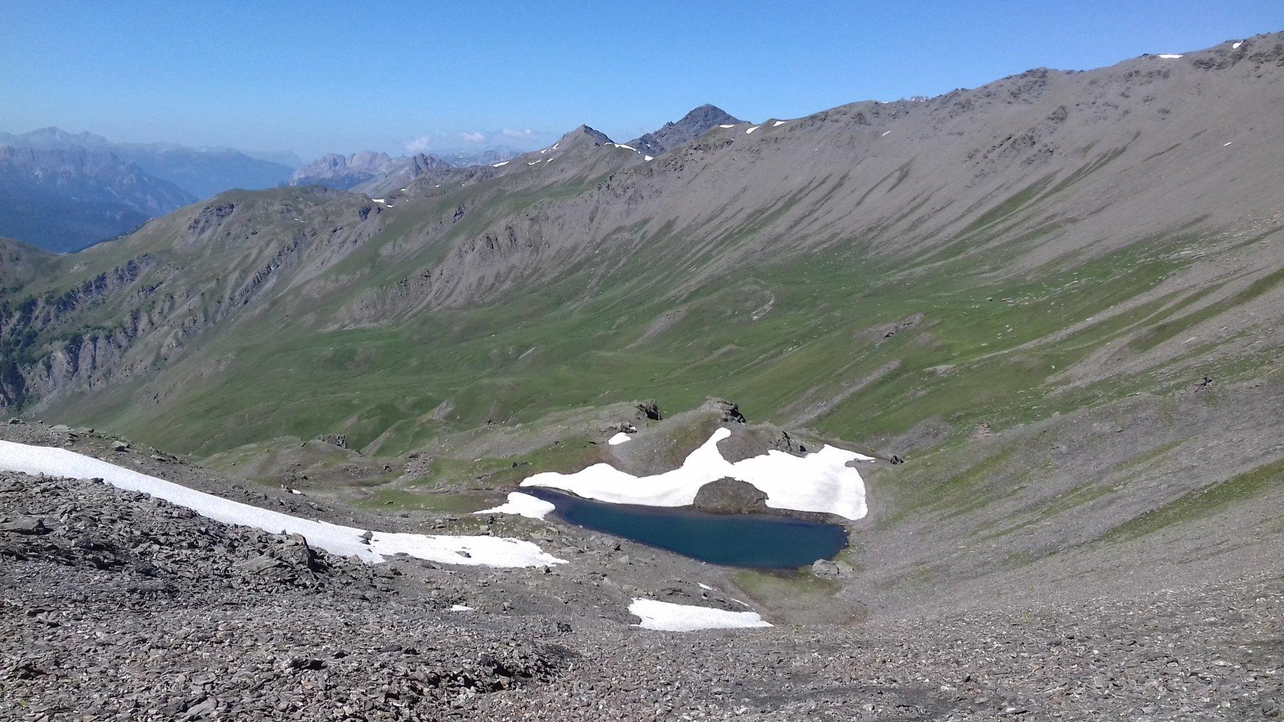 Il laghetto sotto il col Rasis e la lunga traversata.
