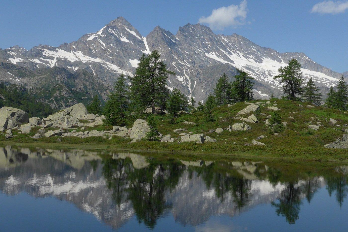 Le Levanne riflesse nel primo lago di Bellagarda