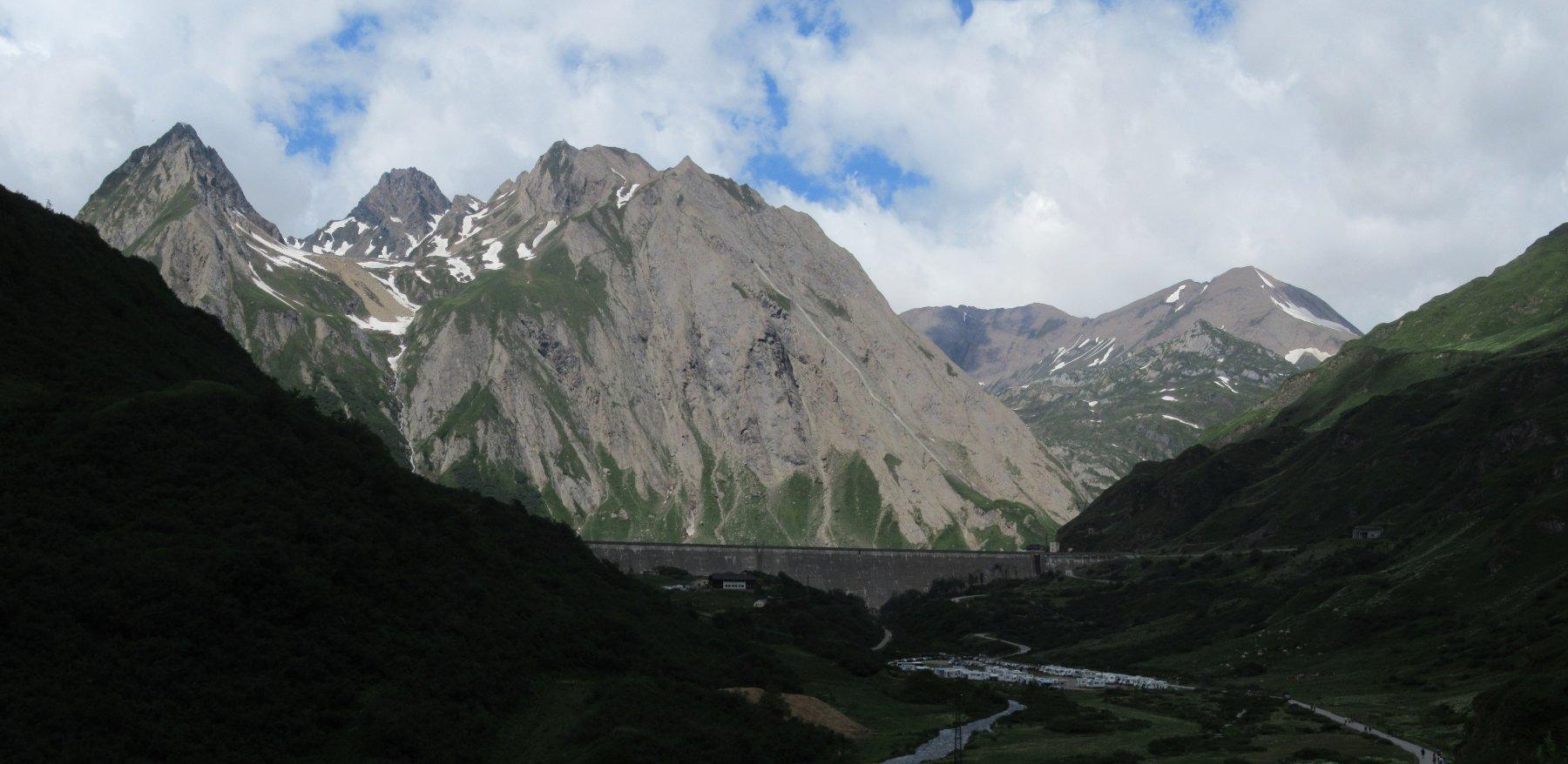 La diga di Morasco e le vette dell'alta val Formazza