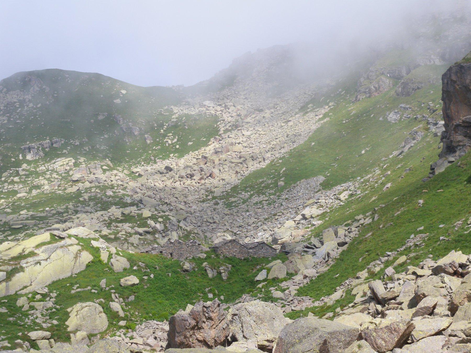 Alpeggio Balma con sfondo colle