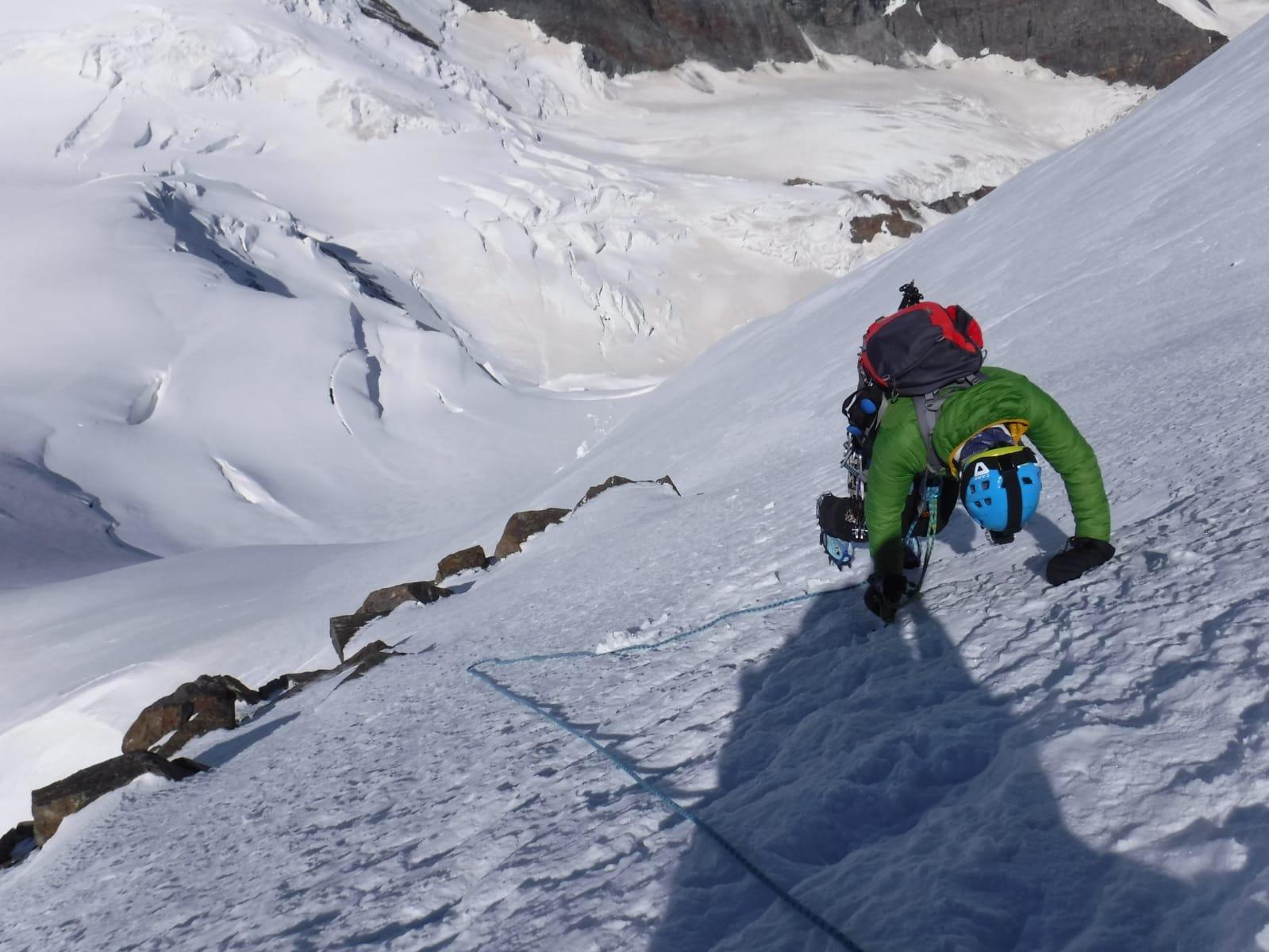 Il pendio ghiacciato in discesa dal Lyskamm Occidentale