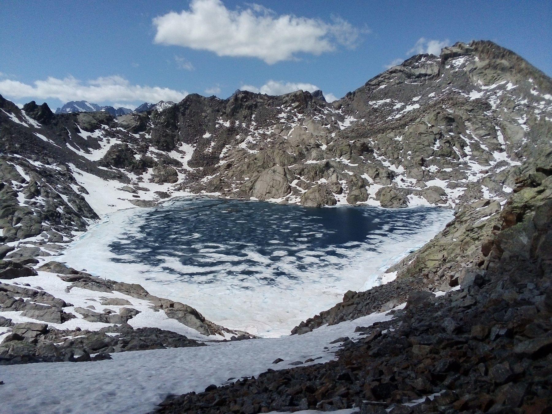 Il lago Gelato dal colle.
