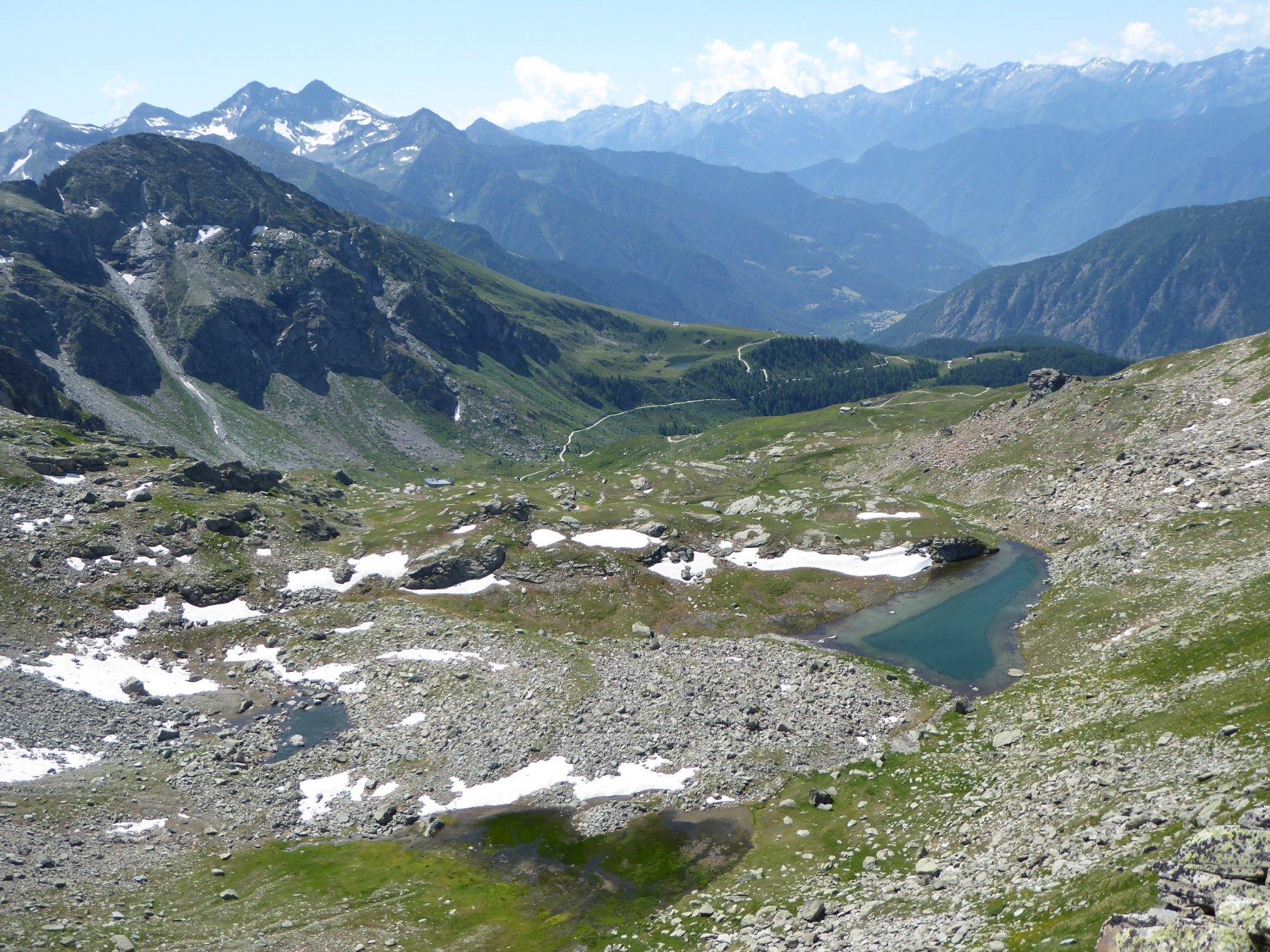 lago superiore di Valfredda e rifugio Arp dal colletto a 2770 metri