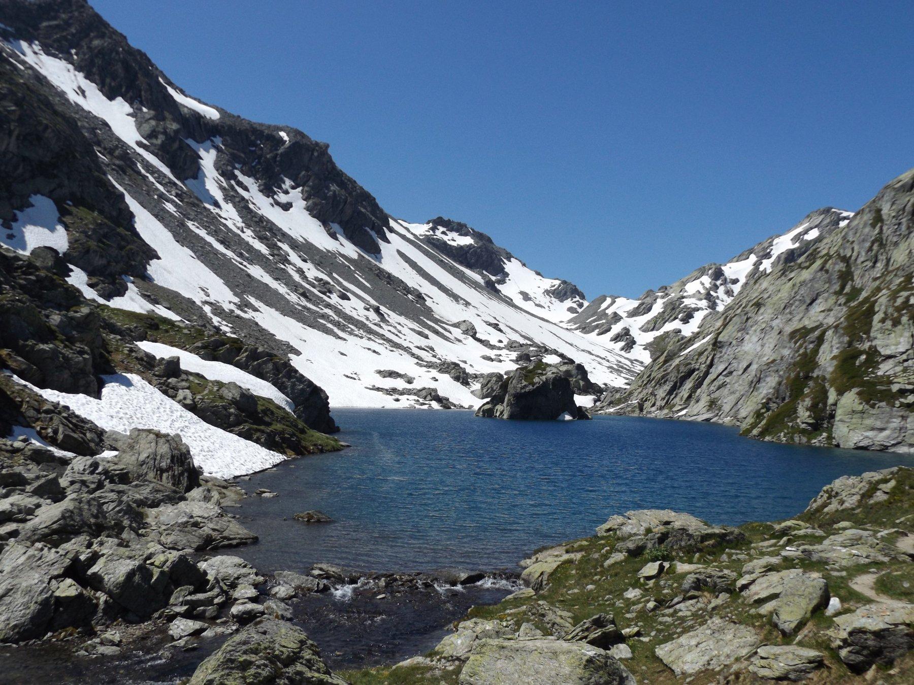 2° lago di Bella Comba con isolotto