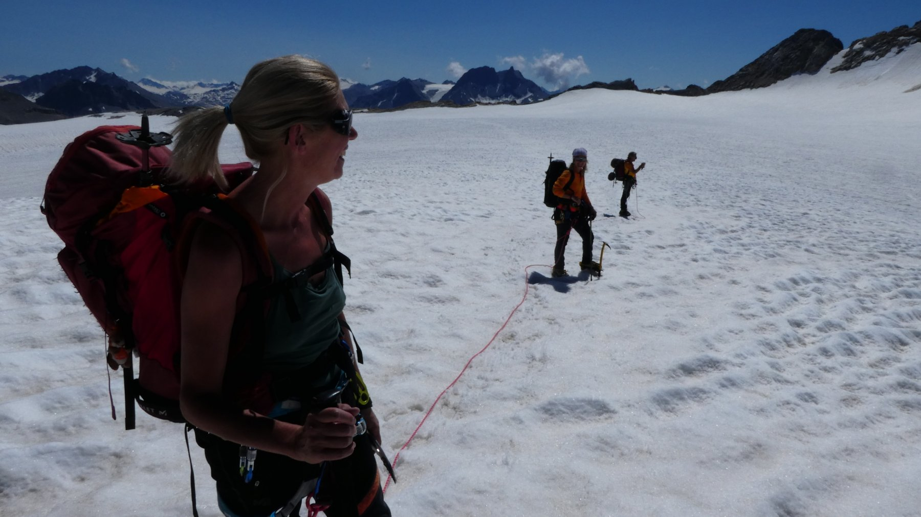 il lungo traversone sul ghiacciaio pianeggiante