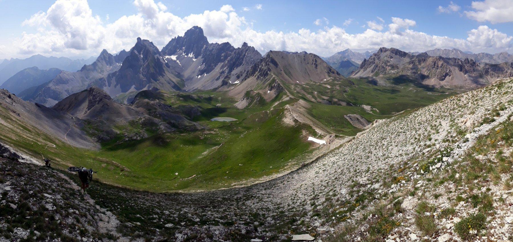 Monte Oronaye dal Monte Soubeyran: sulla destra la cresta di discesa