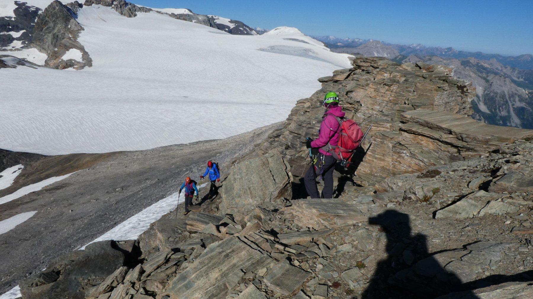 qualche piacevole e facile passaggio di arrampicata su roccette in cresta