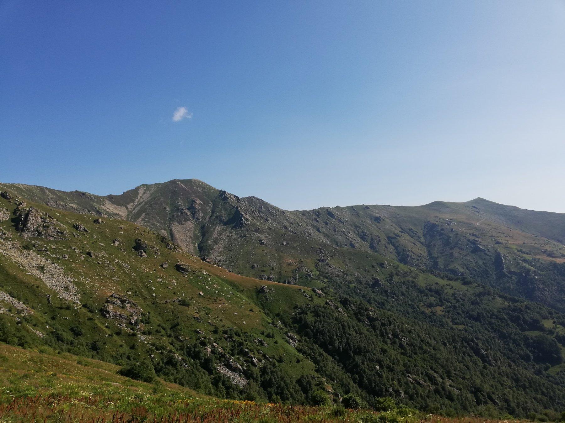 Vista su cima dell' Uia mt.2162 a sinistra e Monte Soglio mt.1970