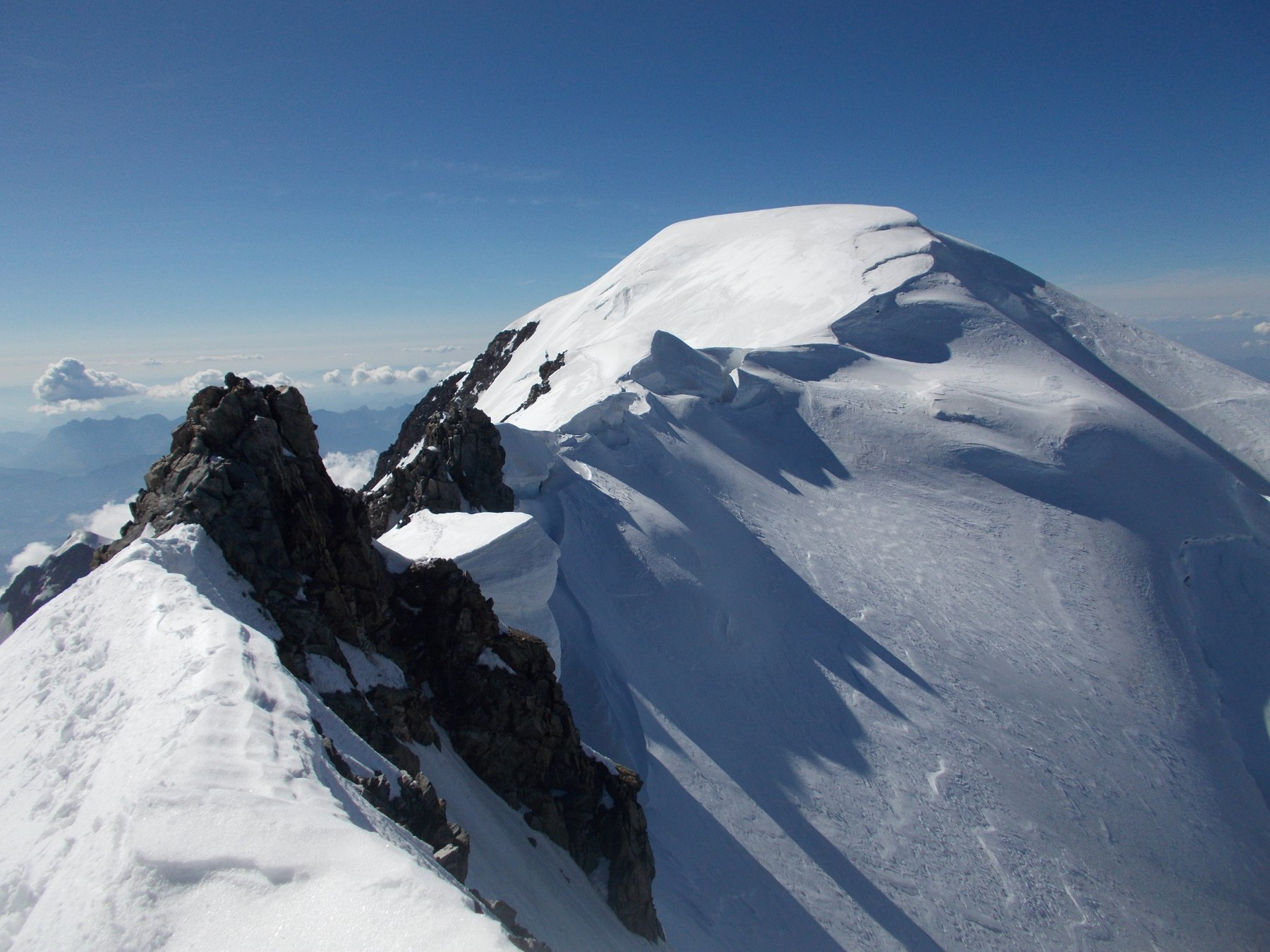 ancora cio' che resta..con oltre l'ampia spianata del Col Major solo piu' il calottone del tetto d'Europa..