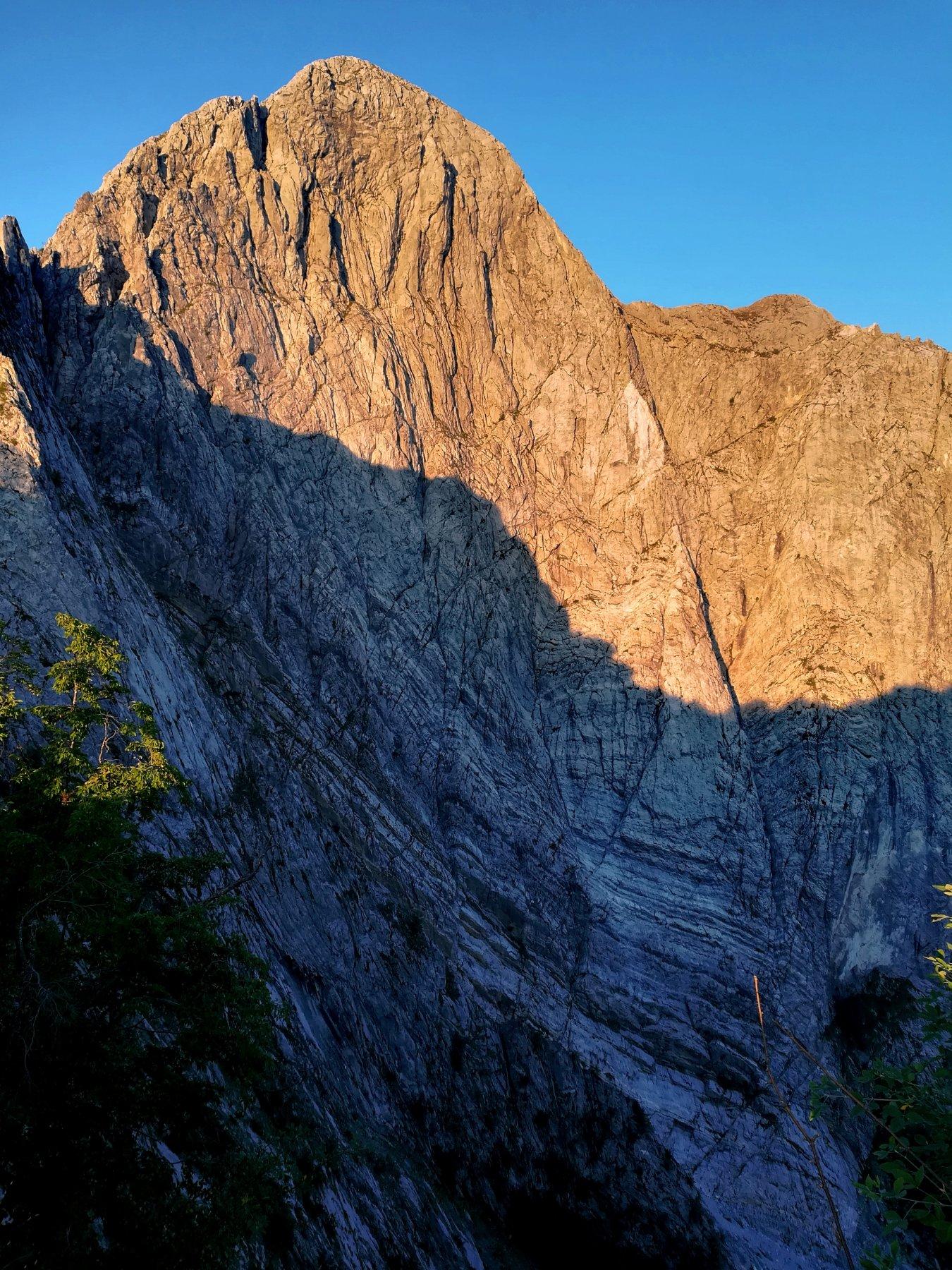 L'alba sulla Nord del Pizzo: una foto, un sogno