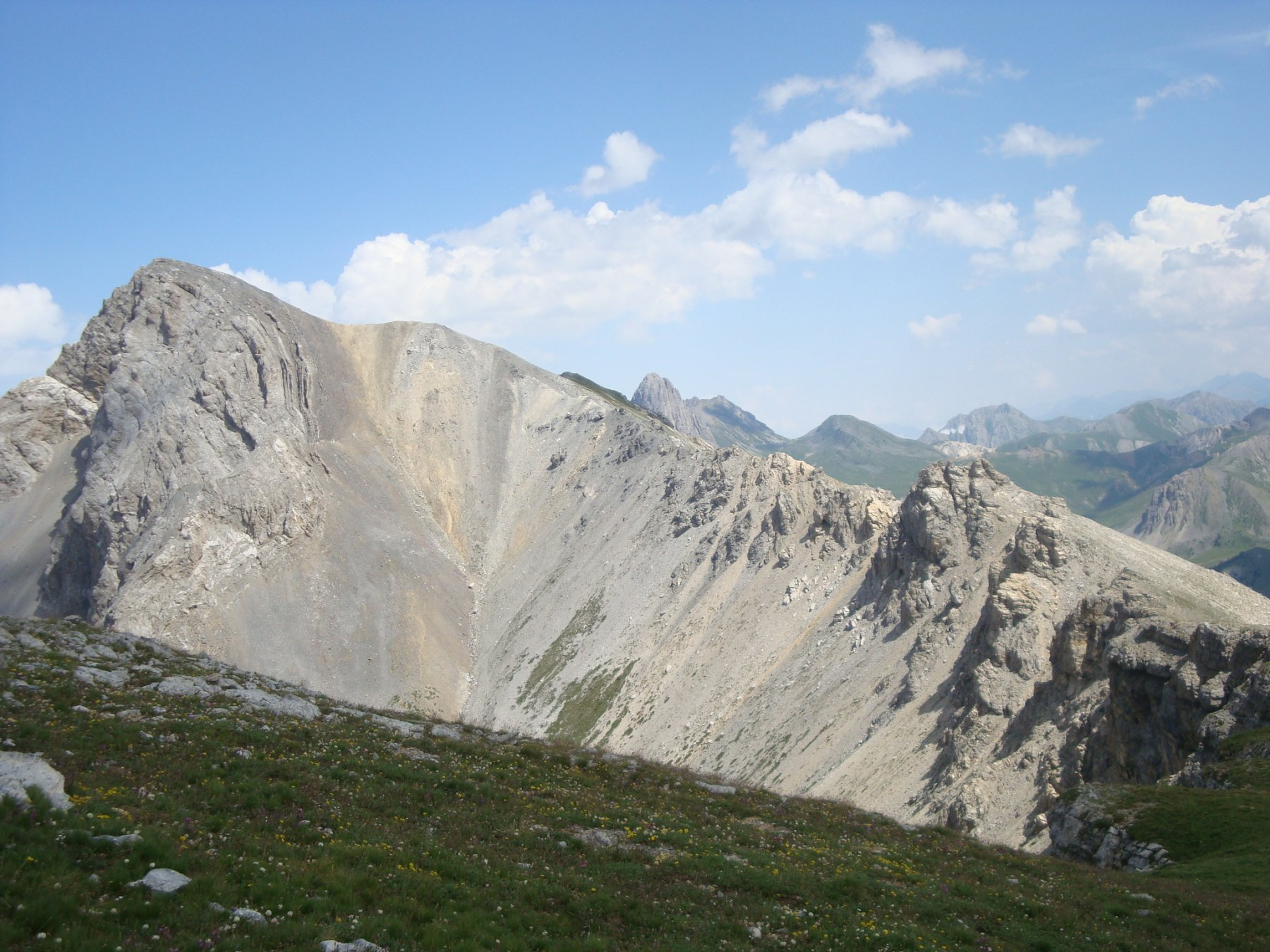 la cresta di salita vista dal Bric Cassin