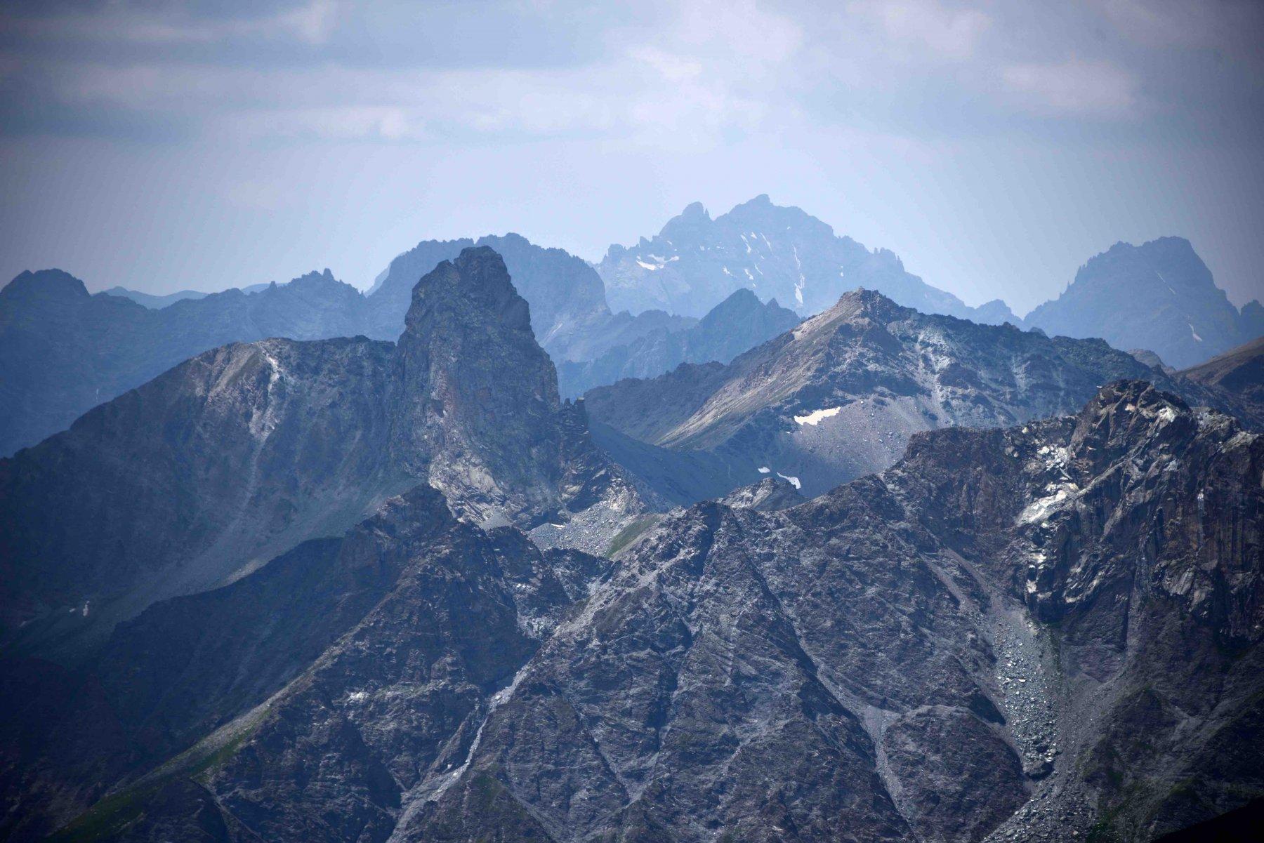 Il Roc della Niera dalla vetta del Monte Ruine.