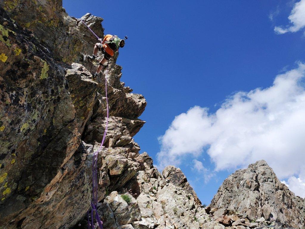 Calata per bypassare l'intaglio tra le 2 cime, la Forcella dell'Argentera.