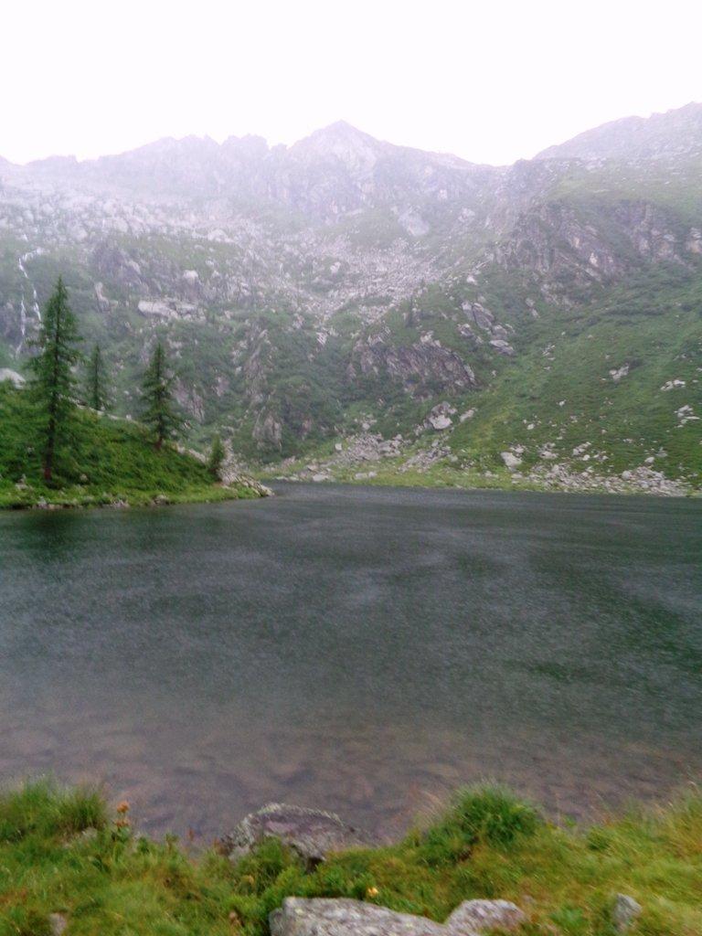 Lago di Afframont con pioggia battente