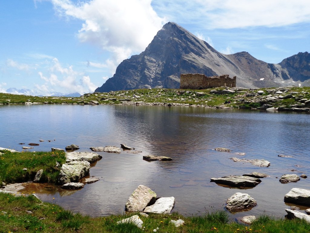Lago delle Camoscere e Monte Chersogno