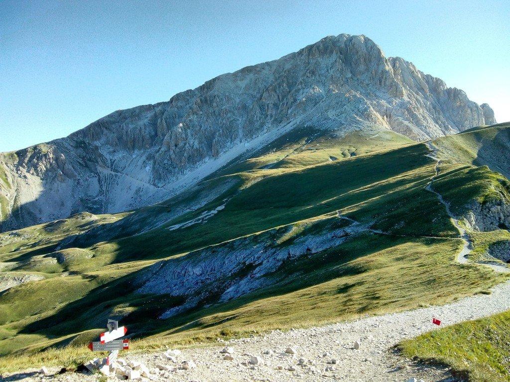 Sentiero dalla sella di Monte Aquila alla sella del Brecciaio