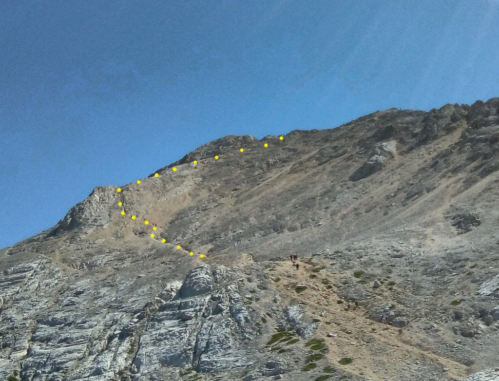 Via normale: dal bivio sul sentiero di passo Cannone fino alla cresta