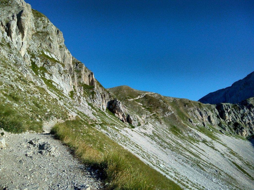 Salita alla sella di Monte Aquila